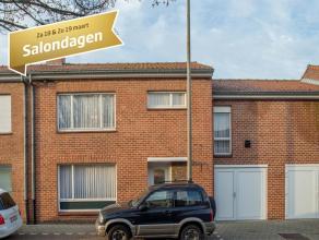 Deze woning is opgetrokken op een perceel van +/- 480 m² en is gelegen nabij het centrum van Roeselare.<br /> <br /> INDELING<br /> <br /> Inkomh