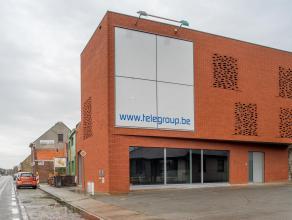 Handelspand/kantoor (BJ 2008), gelegen langs invalsweg naar Gistel en op amper 1,5km van de E40.<br /> <br /> Indeling:<br /> - Gelijkvloers (110m&sup