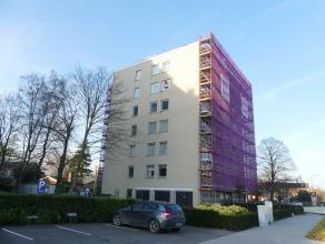 Appartement met 3 slaapkamers en mogelijkheid tot garage nabij het centrum van Brugge.<br /> <br /> Indeling:<br /> 5°V.: Inkom (3,5m²) met a