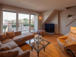 Luxueus afgewerkte duplex met 2 slaapkamers vlakbij het centrum Roeselare<br /> <br /> Het appartement heeft de volgende indeling:<br /> - Inkom<br />