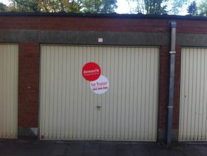 Gesloten garagebox (n°12)met plaats voor 1 wagen aan het station van Brugge.<br /> <br /> Afmetingen:<br /> Breedte: 2,50m<br /> Diepte: 5,80m<br