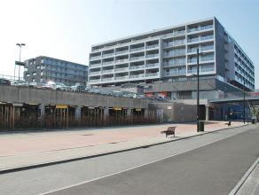 Nieuwbouwappartement met 2 slaapkamers, 2 terrassen en een overdekte staanplaats nabij het station en dicht bij alle uitvalswegen (Expressweg, E40 ...