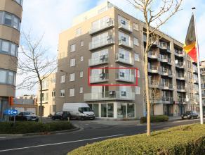 Dit ruim nieuwbouwappartement met 2 slaapkamers is gelegen in Zeebrugge op de 2 de verdieping.<br /> <br /> Indeling: <br /> inkom - woonkamer (28m&su