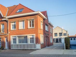 Deze ruime eigendom te Roeselare bevindt zich op 450 meter van het Spillebad en op 1,4 km van de Grote Markt en het Sterrebos. Het geheel is opgetrokk