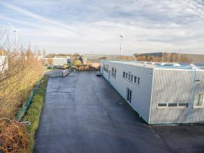 Bedrijfsgebouw (680m²), bestaande uit opslagplaats (475m²) en kantoren/sociale ruimte (205m²), gelegen op de ambachtelijke zone Herders