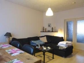 Dit appartement situeert zich in de onmiddellijke omgeving van het Sint-Pietersstation. Het beschikt over twee slaapkamers en een knus terrasje aan de