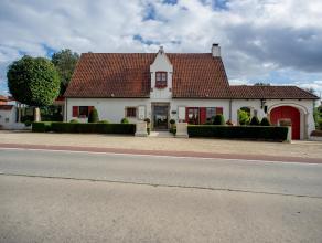 Villa, momenteel uitgebaat als restaurant, op een centrale ligging te Lichtervelde.  Deze woning kan gebruikt worden als mix van een professionele en