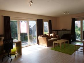 Dit appartement is gelegen in een rustige, groene buurt te Gentbrugge. Tegenover het appartement is het Frans Tochpark gelegen.<br /> Het centrum van