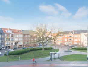 Dit zeer recent appartement is gelegen langs de Torhoutsesteenweg met een mooi open zicht op het Mac Leodplein te Oostende! U bevindt zich temidden ta