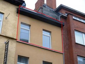 Dit gezellig duplexappartement werd volledig gerenoveerd (nieuwe keuken, badkamer,...) <br /> Het appartement is ook volledig opgeschilderd en bijgevo