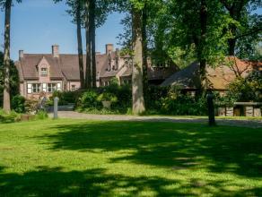 Deze ruime villa is gelegen in het residentiële Waaroostpark met een prachtige tuin met lange oprijlaan en automatisch toegangspoort. Deze woning
