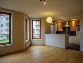 Ruim 2 slaapkamer appartement met een lichtrijke ruime woonkamer gelegen in groene omgeving. Het is vlot bereikbaar door zijn ligging nabij de ring va