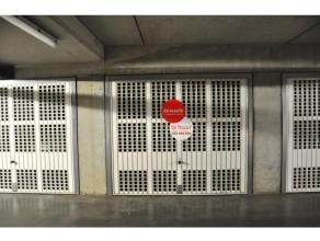 Garagebox met plaats voor 1 wagen. nr. 61<br /> <br /> - Afmetingen:<br /> Lengte 5,20m<br /> Breedte: 2,25m<br /> Oppervlakte: 15m²