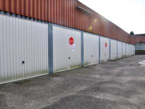 Garagebox met plaats voor 1 wagen in de Hoedenmakersstraat.<br /> <br /> Afmetingen:<br /> - Lengte: 5,00m<br /> - Breedte: 2,50m<br /> - Hoogte: 1,88