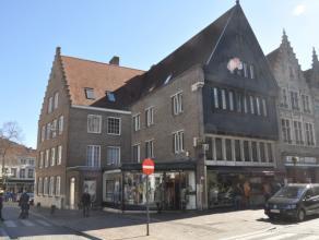 Ruime duplex op 3°V. met 3 slaapkamers in centrum Brugge.<br /> <br /> Indeling:<br /> 3°V.: inkom (8m²) met vestiaire - afzonderlijk toi
