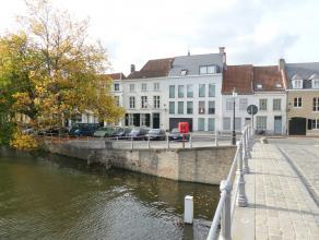 Kwalitatief nieuwbouwappartement (1°V.) aan de Langerei met 2 slaapkamers en een zonnig terras. Dit pand is gelegen in hartje Brugge op enkele sta
