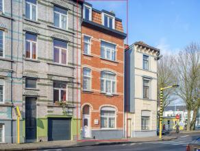 Deze statige rijwoning met 6 slaapkamers bevindt zich op een goede locatie binnen de kleine ring van Gent bovendien ligt de woning op wandelafstand va