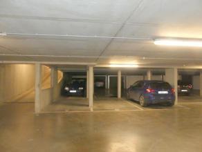Ondergrondse staanplaats voor 1 wagen in het centrum van Brugge.<br /> <br /> - Huurprijs: € 80,00<br /> - Onmiddellijk beschikbaar