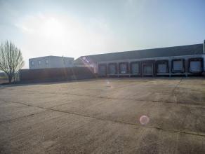 Lichtrijke loods (1.337 m²) met moderne kantoren (217 m²) gelegen in het goed bereikbare Merelbeke via E40 en R4.<br /> <br /> oppervlakten<