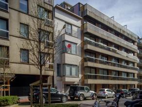 Unieke woning met garage met 3 slaapkamers in het centrum van Knokke, nabij het strand.<br /> <br /> Indeling:<br /> gelijkvloers: inkomhal - garage m