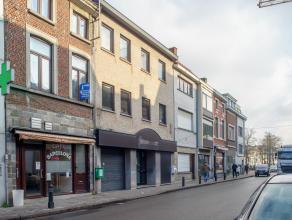 <br /> Dit voormalig bankkantoor met bovenliggend appartement in Gent biedt heuse opportuniteiten voor een investeerder of iemand op zoek naar een e