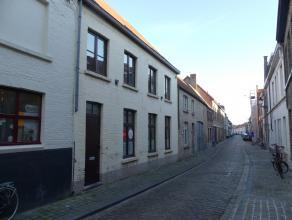 Woning met 3 slaapkamers, terras en mogelijkheid tot garage in Centrum Brugge.<br /> <br /> Indeling:<br /> Glvl.: Inkomhal - living (30m²) met g