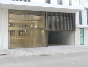 Staanplaats voor één auto in ondergrondse parking gelegen naast het station Brugge. <br /> <br /> - Huurprijs: € 60,00