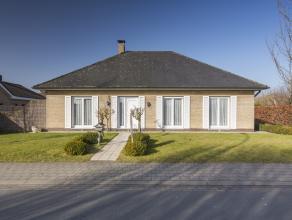 Deze verzorgde woning is opgetrokken op een perceel van +/- 590 m² en is gelegen nabij belangrijke uitvalswegen op een boogscheut van het centrum