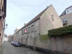 Ruim appartement met 3 slaapkamers in het centrum van Brugge met vlotte bereikbaarheid.<br /> <br /> Indeling: <br /> 1°V.: Inkom - woonkamer in l