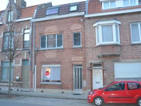 Gelijkvloers appartement met 1 slaapkamer en tuin in Sint-Kruis<br /> <br /> Indeling:<br /> Glvl: ruime woonkamer (33m²) - keuken (8m²) met