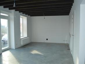 Landelijk en rustig gelegen volledig gerenoveerd huis te Roeselare!<br /> <br /> De woning is zeer rustig en tegelijk zeer centraal gelegen!<br /> <br