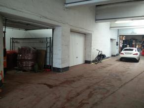 Opslagruimte (45m²) te Sint-Pieters, Brugge. <br /> <br /> Toegang via garagepoort, polybetonnen vloer. <br /> <br /> Voorzien van elektriciteit