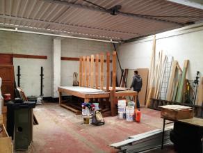 Opslagruimte (87m²) te Brugge, Sint-Pieters.<br /> <br /> Toegang via garagepoort, polybetonnen vloer. <br /> <br /> Voorzien van elektriciteit v