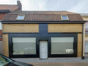 Midden het centrum van Wingene, op 159m² grond, vinden we deze te renoveren woning (voormalige winkel) met 3 slaapkamers en ruime berging. <br />
