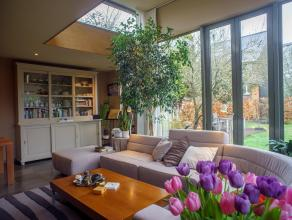 Deze instapklare woning is gelegen in de Nekkersberglaan te Gent. Een rustige en kindvriendelijke locatie die heel wat troeven te bieden heeft! Aan he