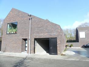 Ondergrondse afgesloten garagebox op grondgebied Sint-michiels vlakbij de grens van Assebroek en Oostkamp nabij de brug van Steenbrugge.  <br /> <br /