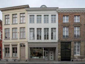 Authentiek appartement met 1 slaapkamer in het centrum van Brugge.<br /> <br /> Indeling:<br /> 1°V.: inkom - grote leefruimte - keuken - wasplaat