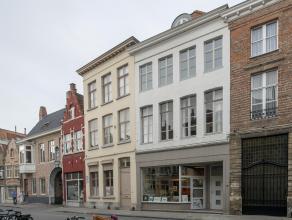 Duplexappartement met 2 slaapkamers op mooie ligging in het centrum van Brugge.<br /> <br /> Indeling:<br /> 2°V.: inkom met gastentoilet - keuken