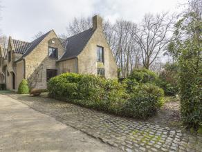 Op de groene rand van Ledegem bouwde architect Arthur Degeyter een tijdloze villa te midden in het Steenbeekbos! Deze residentiële ligging geniet