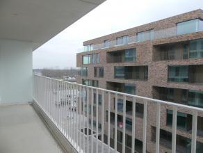 Prachtig nieuwbouwappartement (6°V.) met 1 slaapkamer, terras, ruime berging en staanplaats op ideale locatie. Nabij het station en dicht bij alle