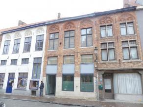 Ruime studio in het centrum van Brugge met goede bereikbaarheid.<br /> <br /> Indeling:<br /> Studio (52m²) met ingerichte keuken voorzien van el