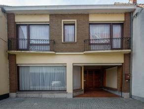 Midden het centrum van Wingene, op 265m² grond, vinden we deze te renoveren woning (voormalige winkel) met 4 slaapkamers, garage en ruime winkelr