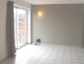 Gezellig appartement met 1 slaapkamer in het centrum van de stad. <br /> <br /> Indeling :<br /> - Living (24m²) in tegelvloer met open keuken me