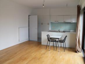 Dit appartement is gelegen in de residentie, boven K in Kortrijk. Het appartement beschikt over een ruim zonnig terras dankzij de zuidelijke orië