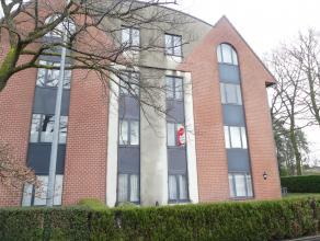 Gezellig appartement met 2 slaapkamers te Sint-Andries.<br /> Appartement heeft een ondergrondse staanplaats en berging en geniet een zeer vlotte verb