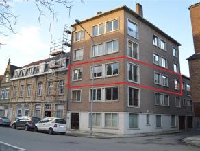 Centraal gelegen appartement met 3 slaapkamers op topligging! Op wandelafstand van de Grote Markt. Lift en kelderberging aanwezig. Het appartement bes