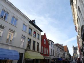 Zonnig instapklaar appartement met 2 slaapkamers in het Centrum van Brugge. Het appartement bevindt zich op wandelafstand van de markt.<br /> <br /> I