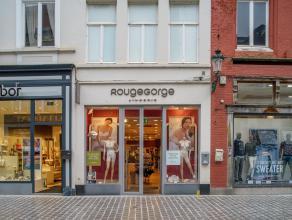 Handelspand op zeer goeie commerciële ligging in het centrum van Brugge.<br /> <br /> Indeling:<br /> Handelspand bestaande uit:<br /> > Gelij