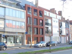 Instapklaar appartement op 2°V met 3 slaapkamers, autostaanplaats, berging en zonnige terras in centrum Brugge. <br /> <br /> <br /> Indeling:<br