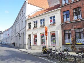 Gezellig en zonnig duplex appartement met 1 slaapkamer in centrum Brugge.<br /> <br /> Indeling:<br /> Glvl.: Inkom - berging op tussenverdieping.  1&